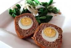 Яйцо в мясном фарше ( котлета с сюрпризом )