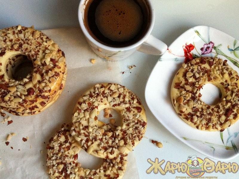 Печенье «колечки» в измельченных грецких орехах