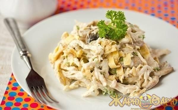 Куриный салат с ананасом